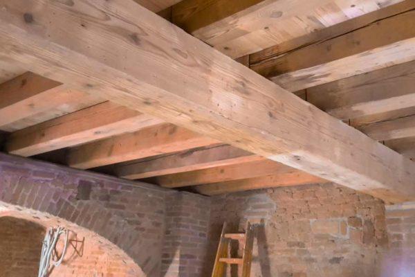 Il materiale giusto per la ristrutturazione di rustici legname antico - Ristrutturazione finestre in legno ...